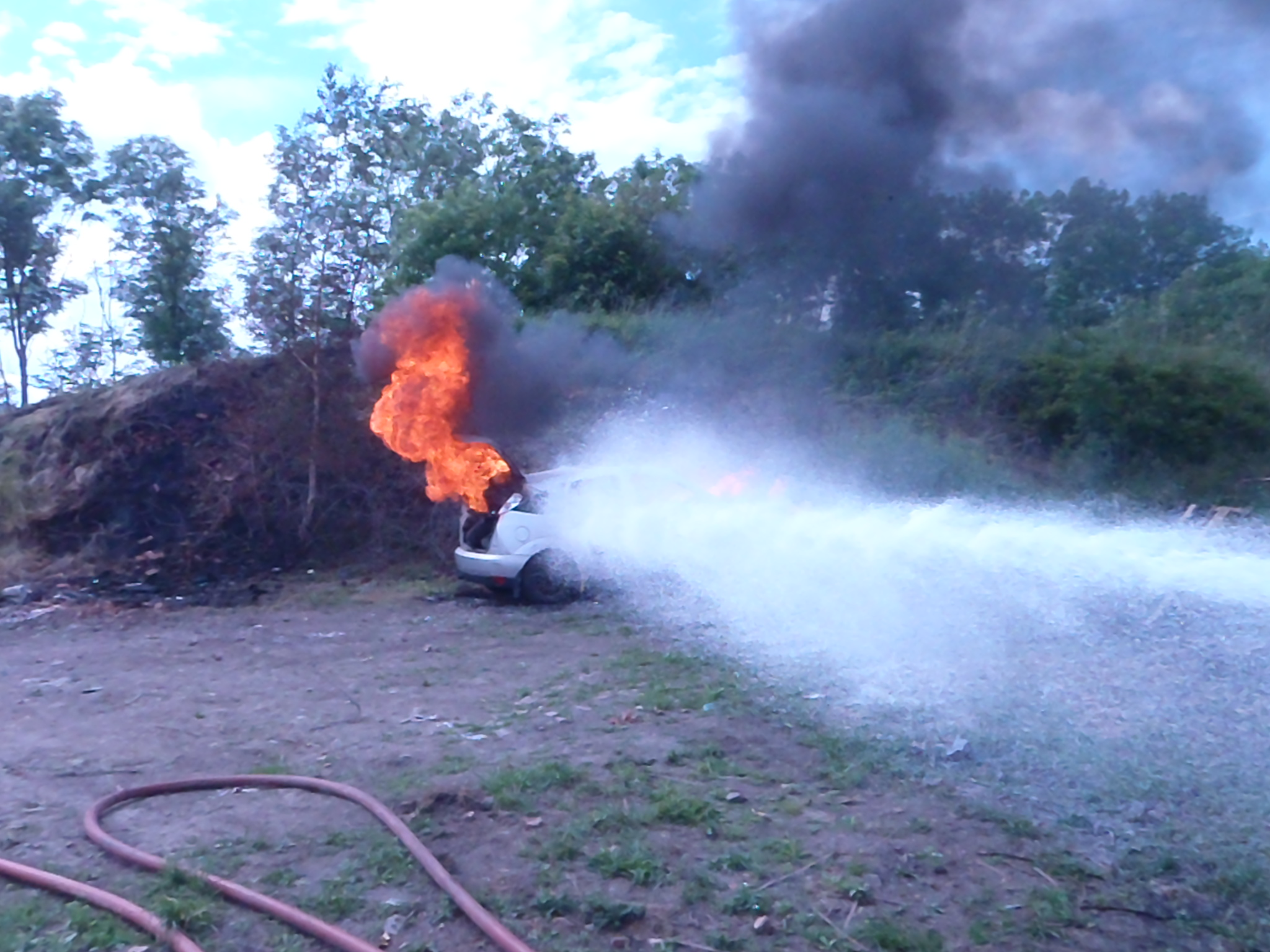cafs training less than 300litres to stop fire 003